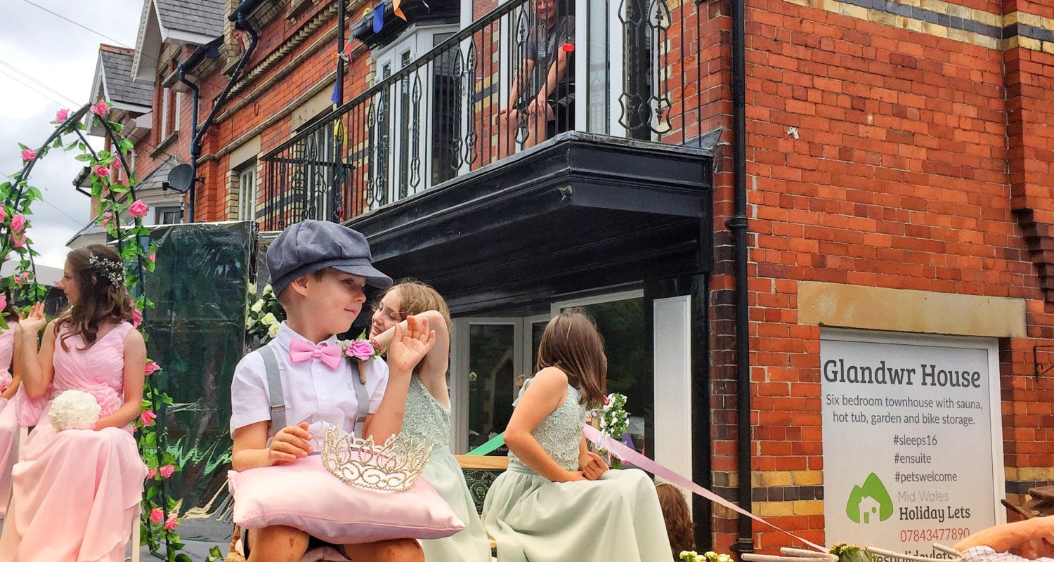 Mid Wales Holiday Lets, Glandwr House a base for Rhayader Carnival